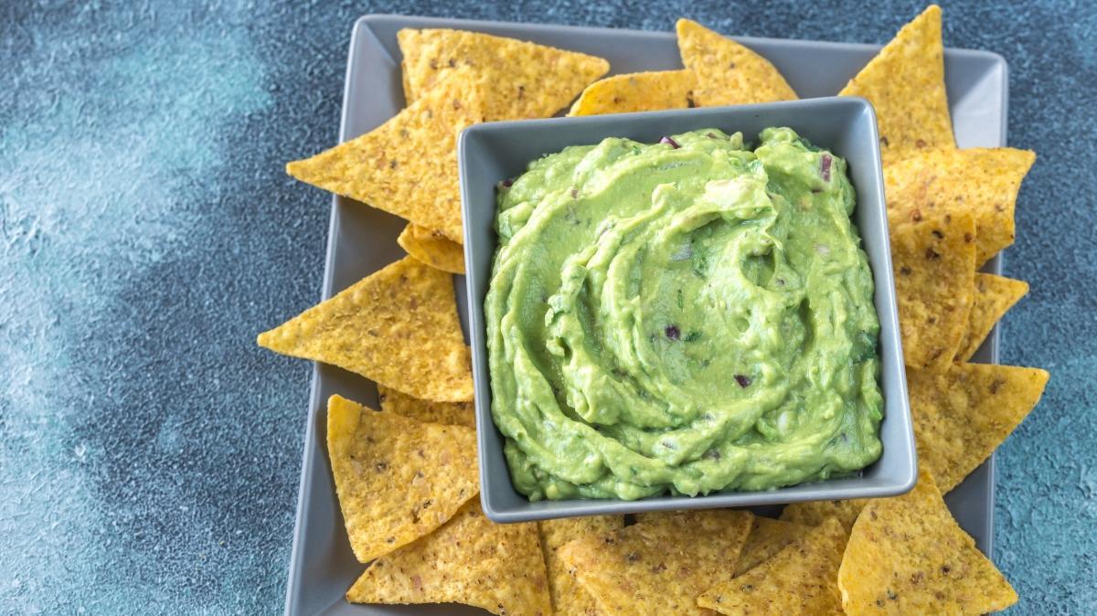 Atıştırmalıklar için guacamole sos tarifi ve malzemeleri