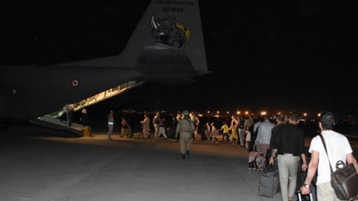 Kabil'deki Türk vatandaşlarının tahliyesi uçan kale ile devam ediyor