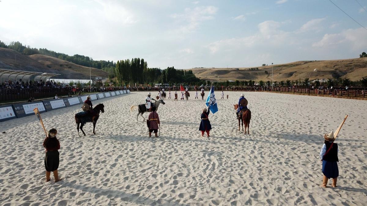 Şanlı zaferin 950. yılı... Bitlis'te Malazgirt etkinliklerinde cirit gösterisi nefes kesti