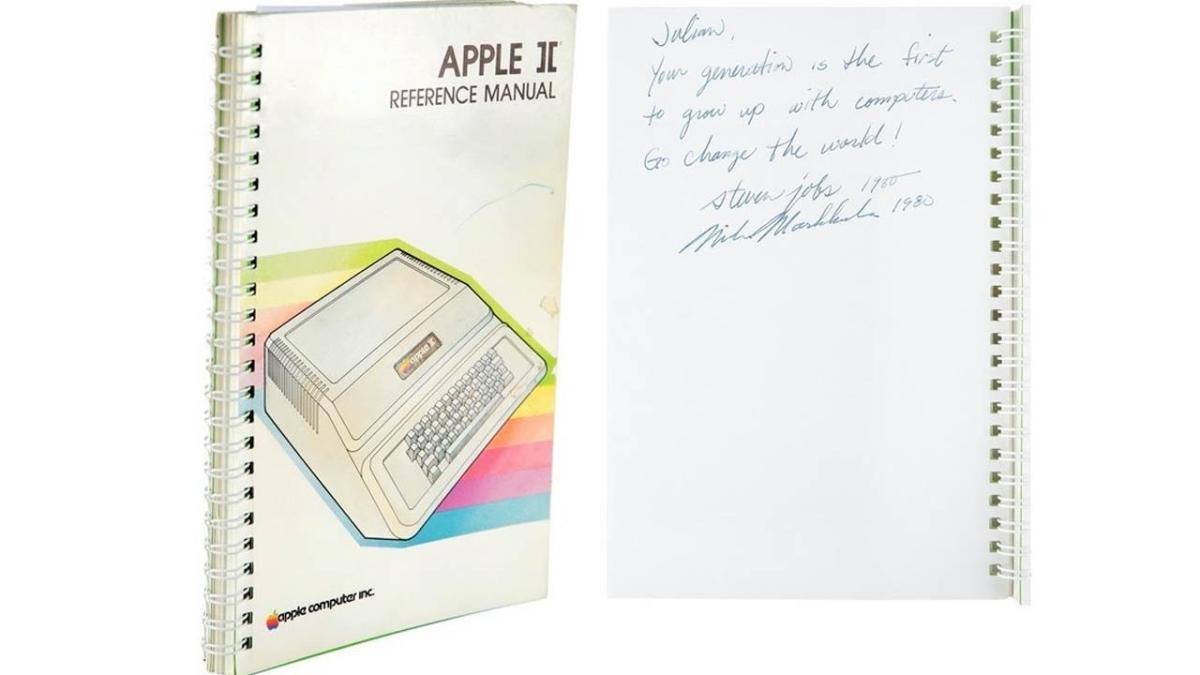 Steve Jobs imzalı Apple II kullanım kılavuzu, açık artırmada 787 bin 483 dolara alıcı buldu