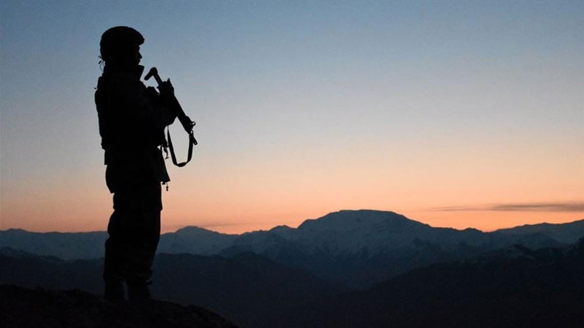 Terör örgütü PKK üyesi bir kişi daha teslim oldu