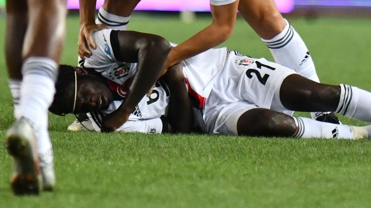 Beşiktaş N'Sakala'nın durumuna göre transfer yapacak