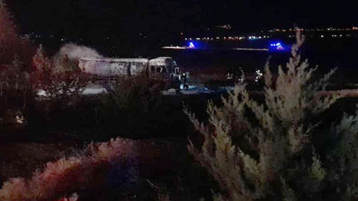 Denizli'de feci kaza... Devrilen tanker yandı, sürücüsü hayatını kaybetti