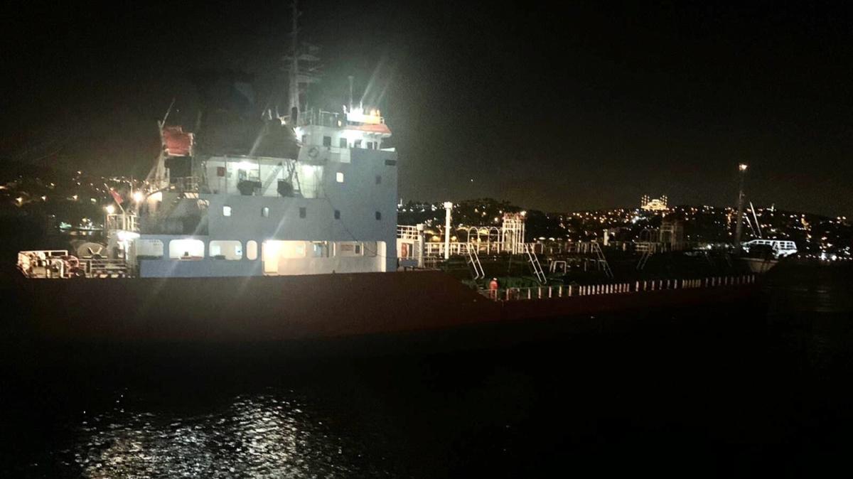 İstanbul Boğazı'nda boş petrol tankeri arızalandı