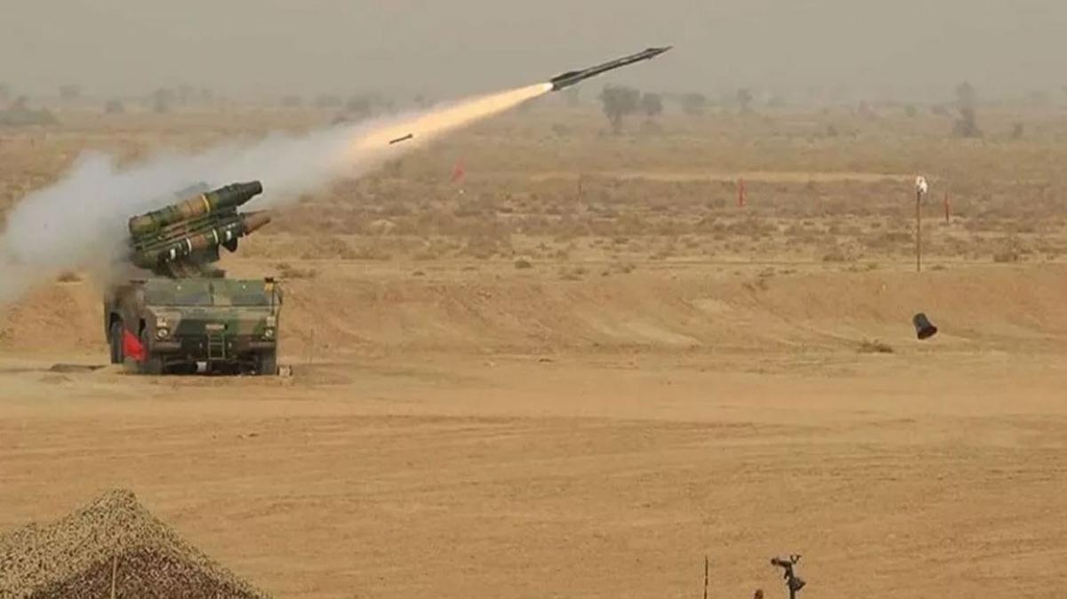 Pakistan'dan yeni yerli roketatar sistemi... Hassas hedefleri vurmak için ürettiler