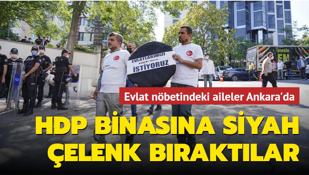 Diyarbakır aileleri HDP Genel Merkezi'ne siyah çelenk bıraktı