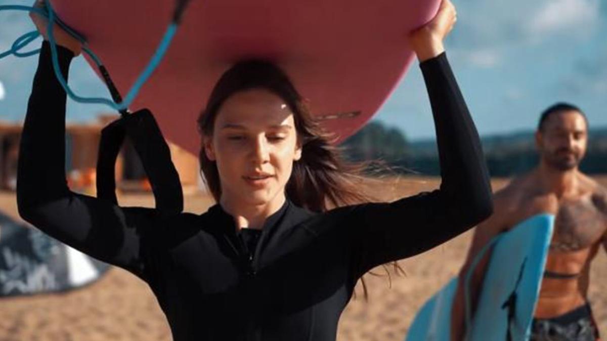 Alina Boz, sörf tahtasıyla dev dalgalara meydan okudu