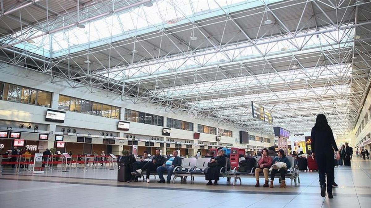 Antalya havalimanında turist trafiği