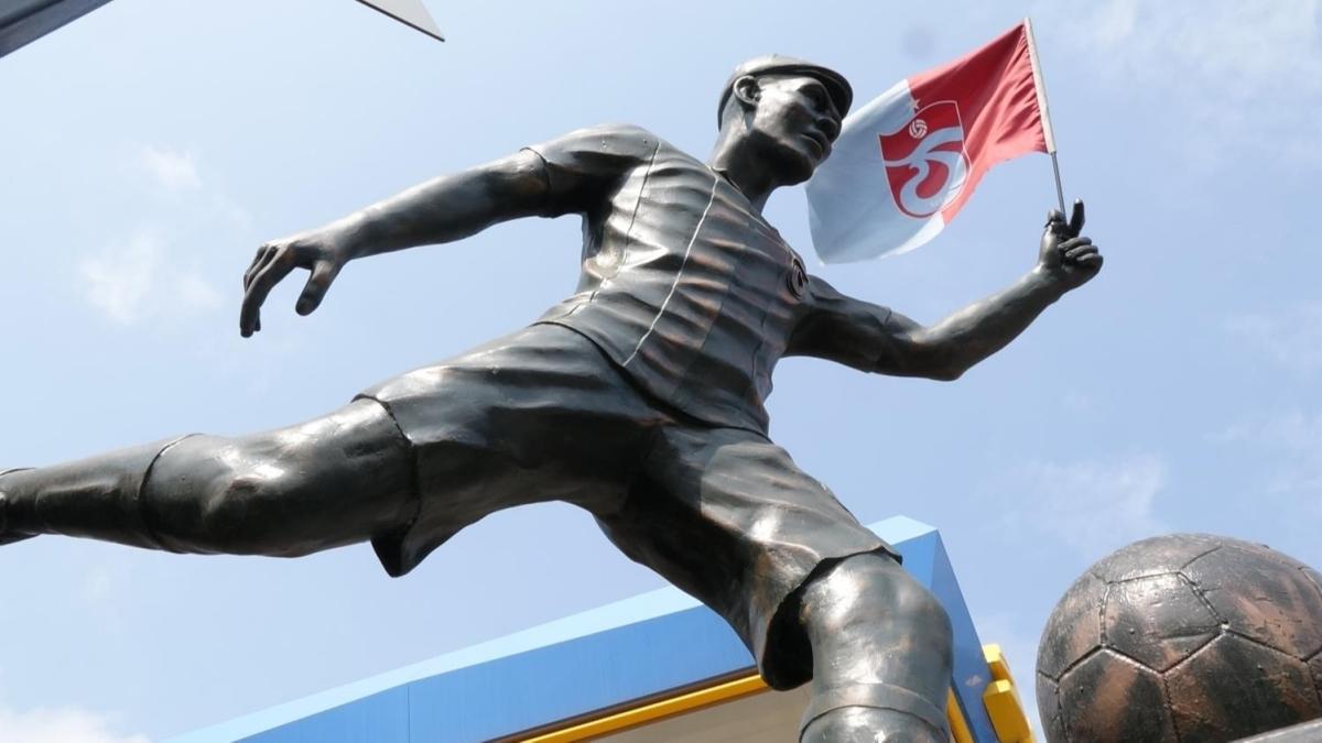 Trabzonspor taraftarından Nwakaeme için heykel