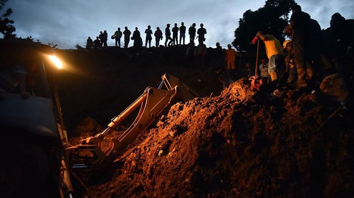 Venezuela'daki toprak kaymalarında 15 kişi hayatını kaybetti