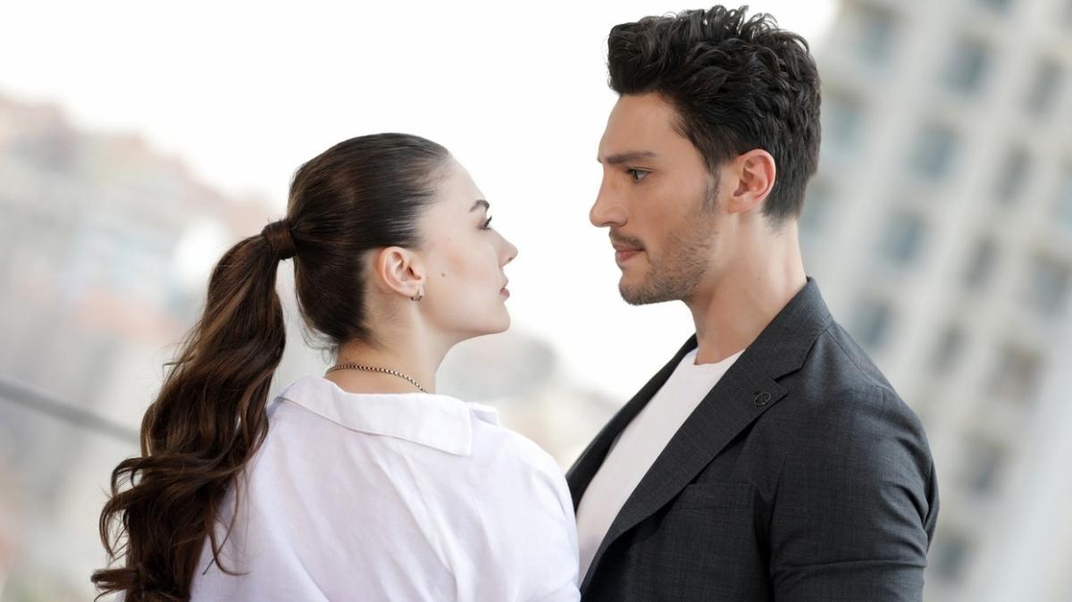 """İlhan Şen ve Burcu Özberk aşk mı yaşıyor"""" Paylaşımı kafa karıştırdı"""