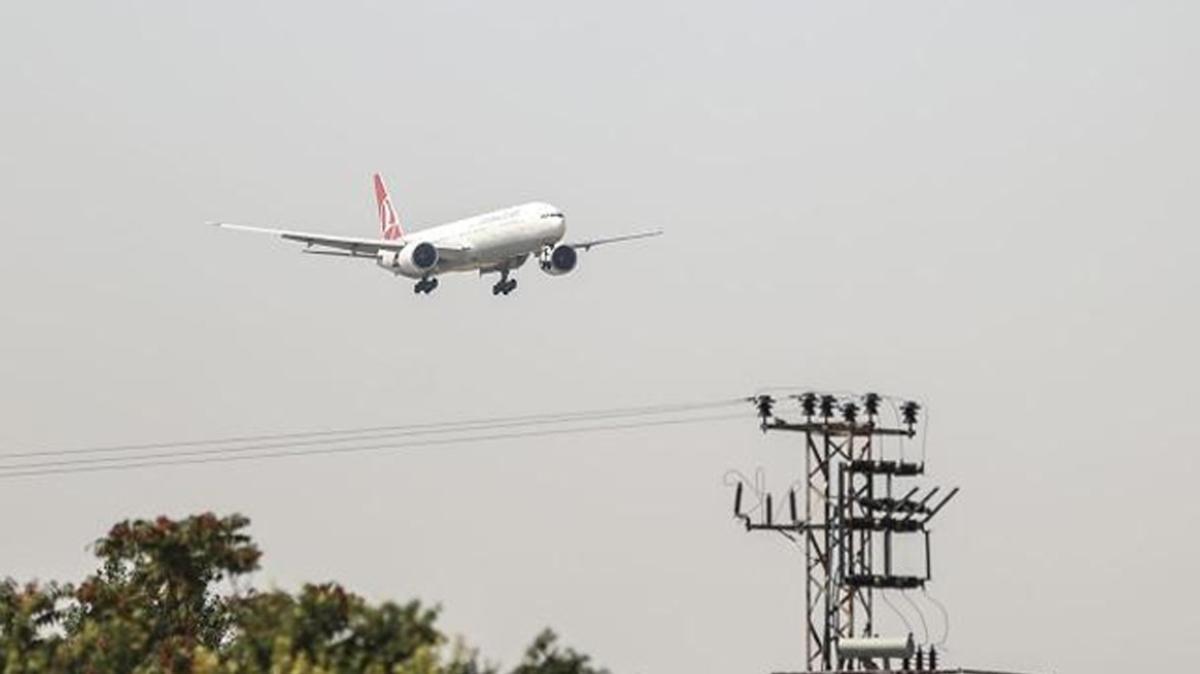 İkinci tahliye uçağı Ankara'ya indi