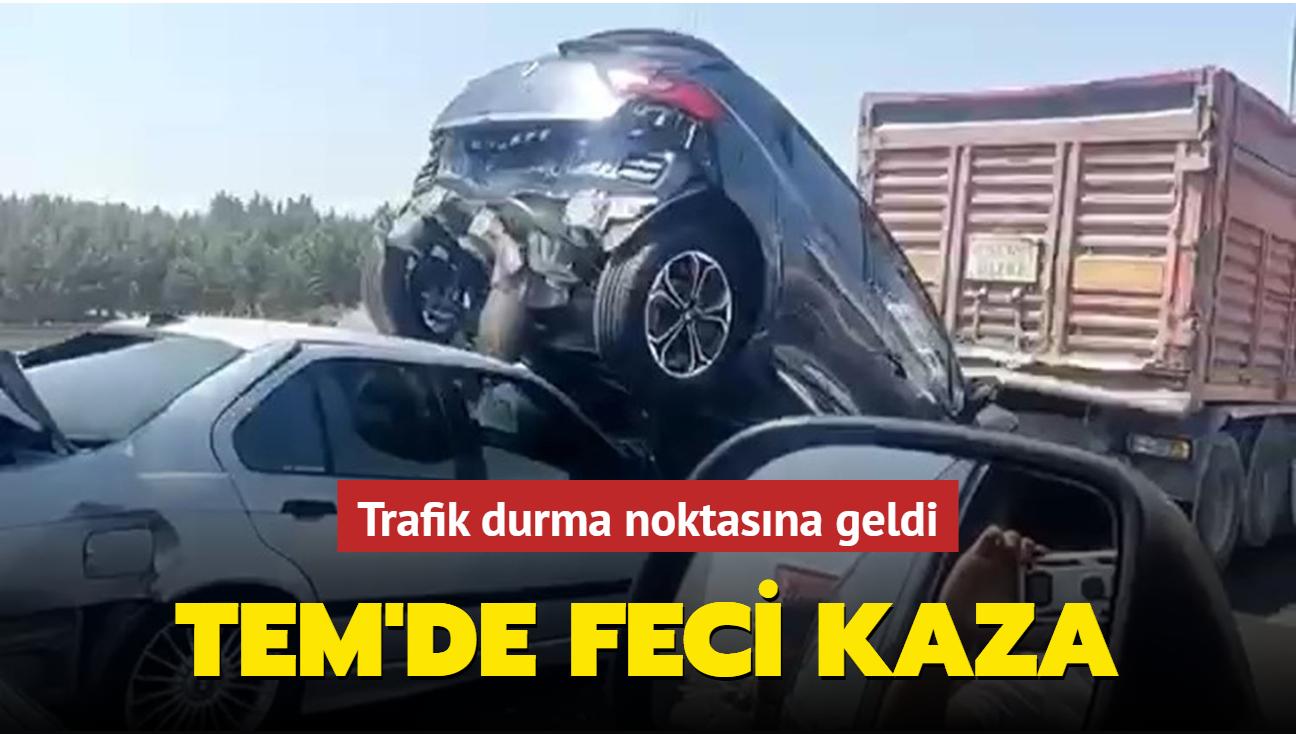 TEM'de feci kaza: Trafik durma noktasına geldi
