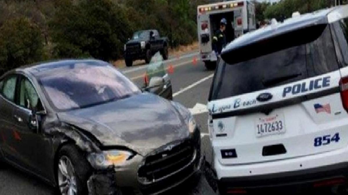 Florida'da otopilot kazası... Tesla marka araba iki araca çarparak iki kişiyi yaraladı