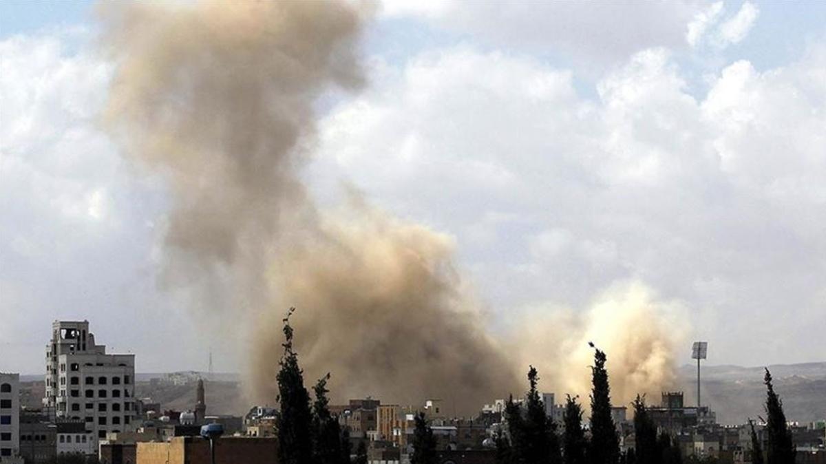 Yemen'de askeri üsse saldırı... 40 asker öldü