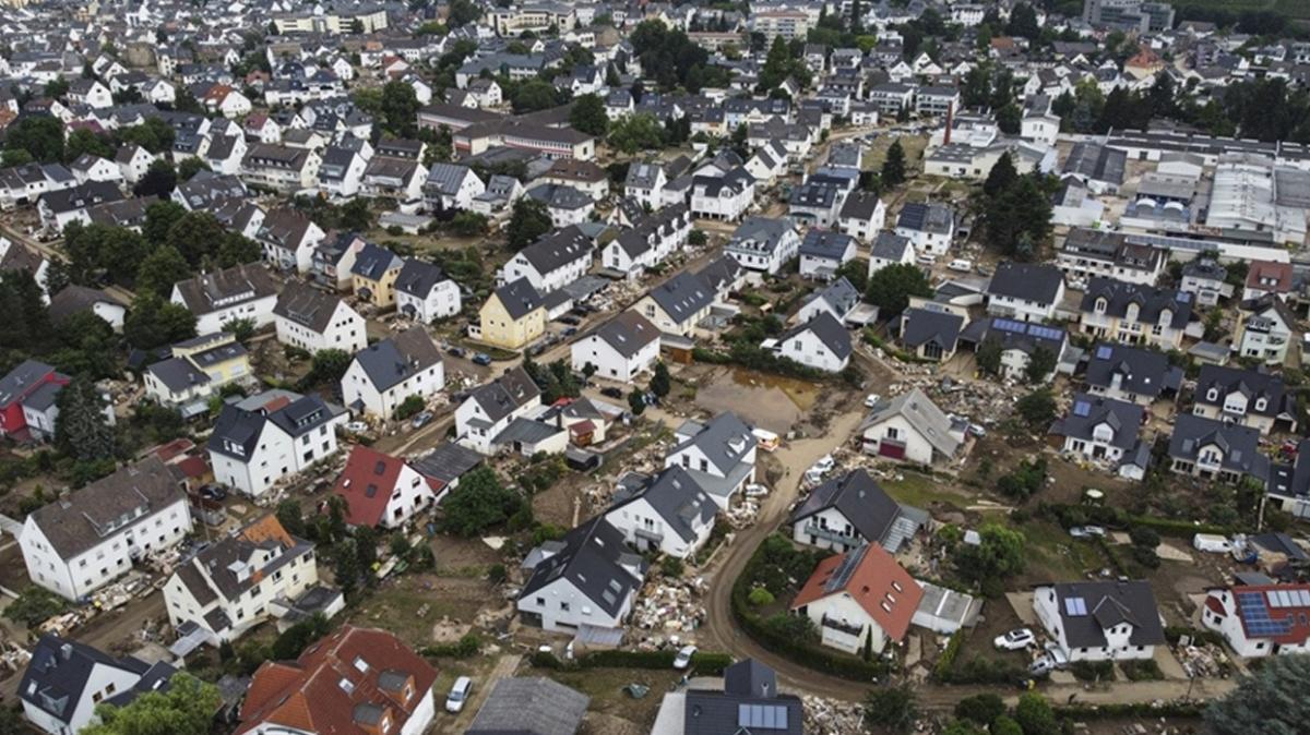 Almanya'da sel felaketi sonrası binlerce evde telefon bağlantısı bulunmuyor