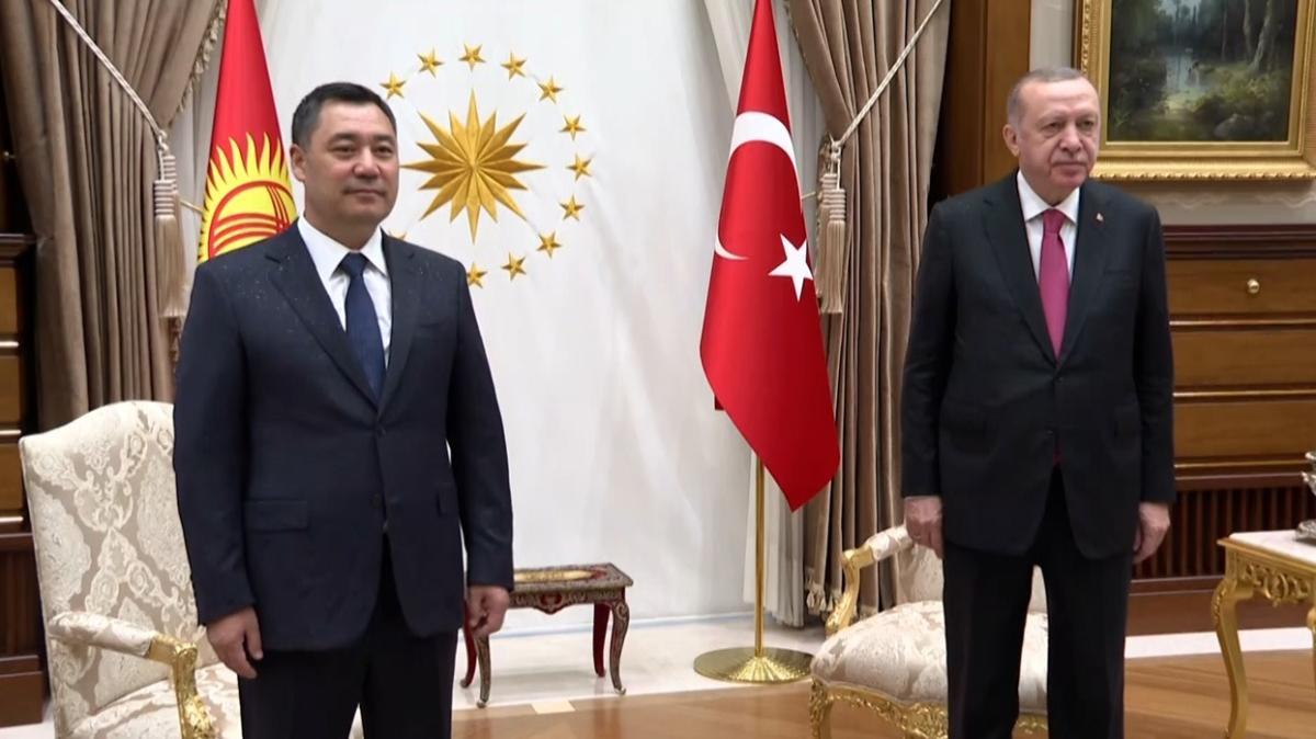 Başkan Erdoğan, Kırgızistan Cumhurbaşkanı Sadır Caparov ile telefonda görüştü