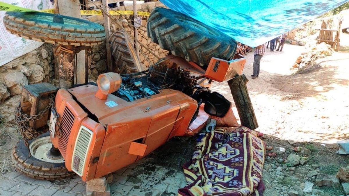 Traktör devrildi... Altında kalan şehit babası can verdi