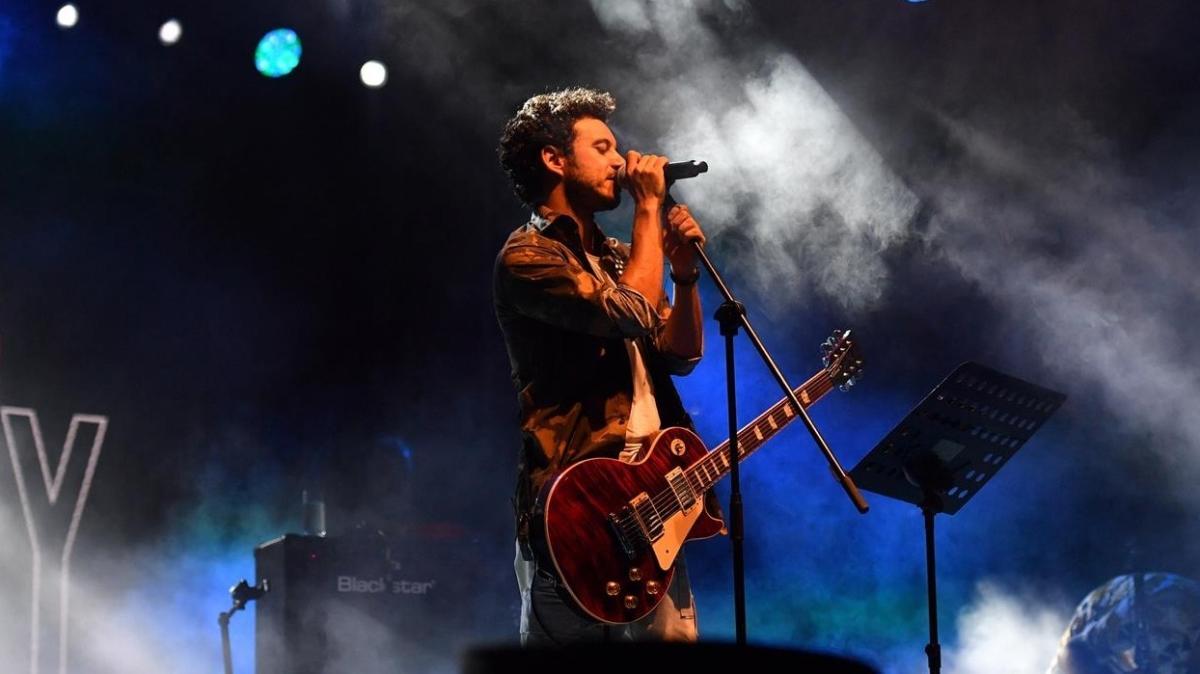 Buray 30 Ağustos Zafer Bayramı etkinliğinde konser verdi