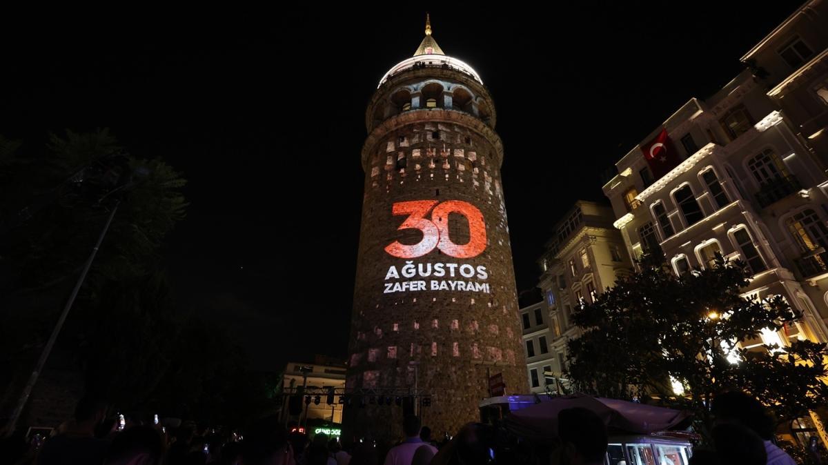 Galata Kulesi'nde 30 Ağustos Zafer Bayramı'na özel ışık gösterisi