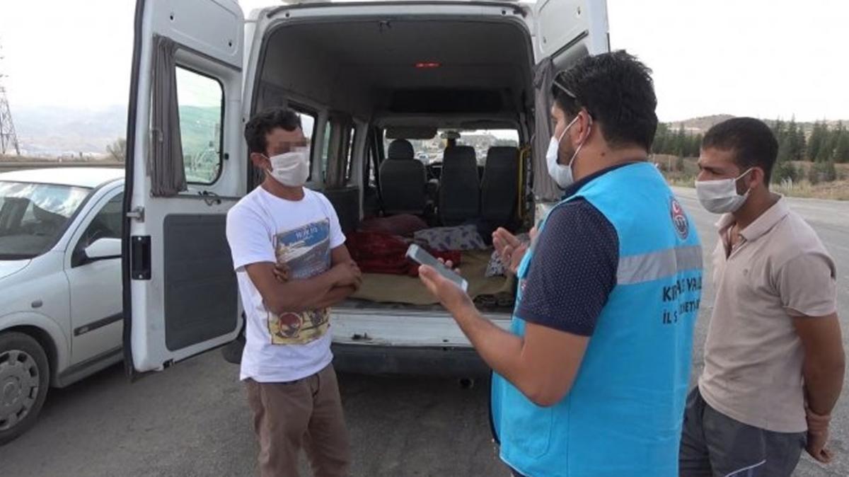 Minibüste battaniyenin altına gizlenmişti... Kırıkkale'de karantinayı delen tarım işçisi yakalandı