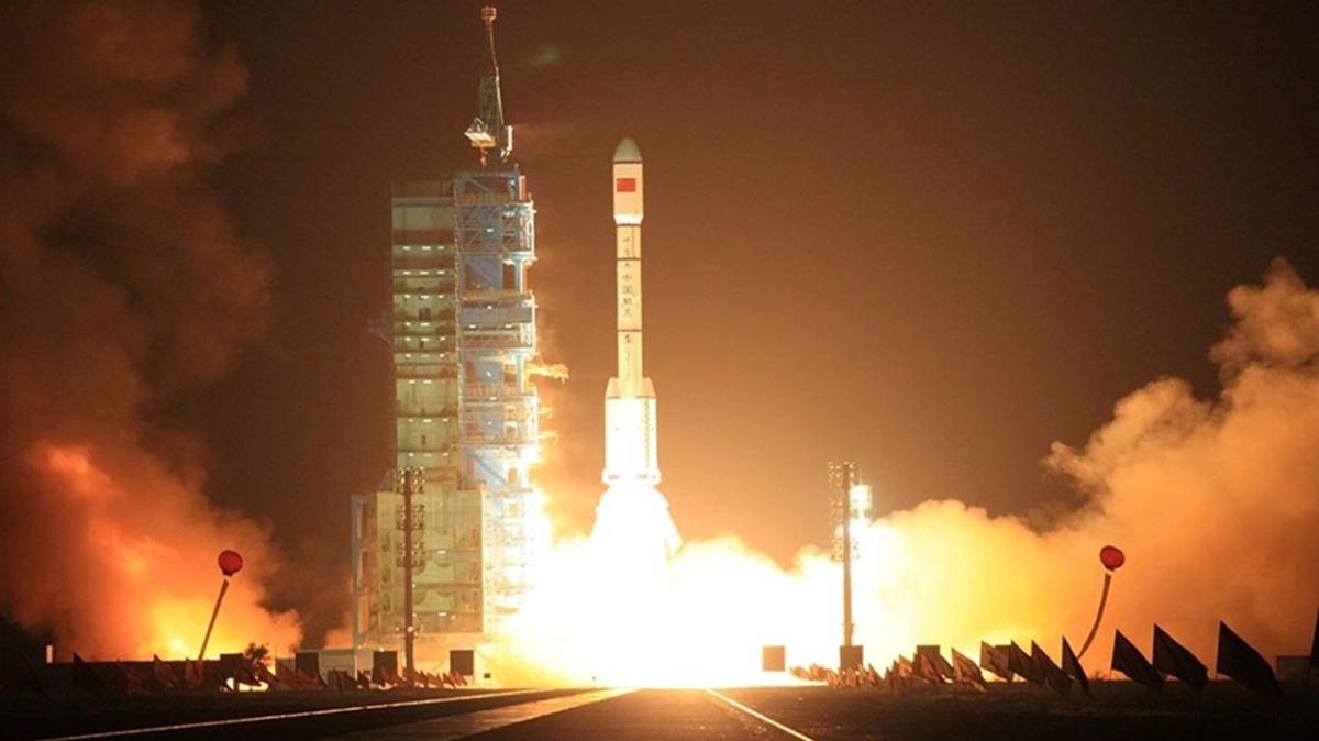 Çin uzaya yeni uydu fırlattı