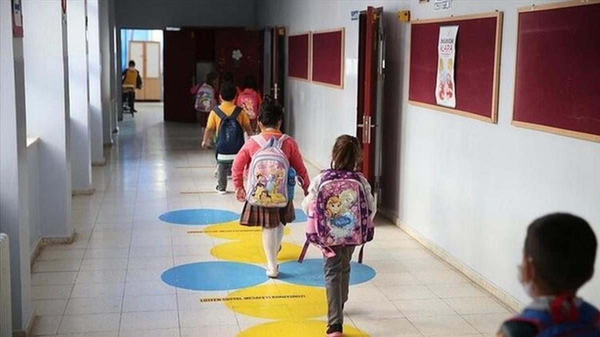 """Okullar ne zaman kapanacak, Kasım ilk ara tatil ne zaman"""" 2021 2022 Okullar sömestr yarıyıl tatili (15 tatil) ne zaman başlıyor ve bitiyor"""""""