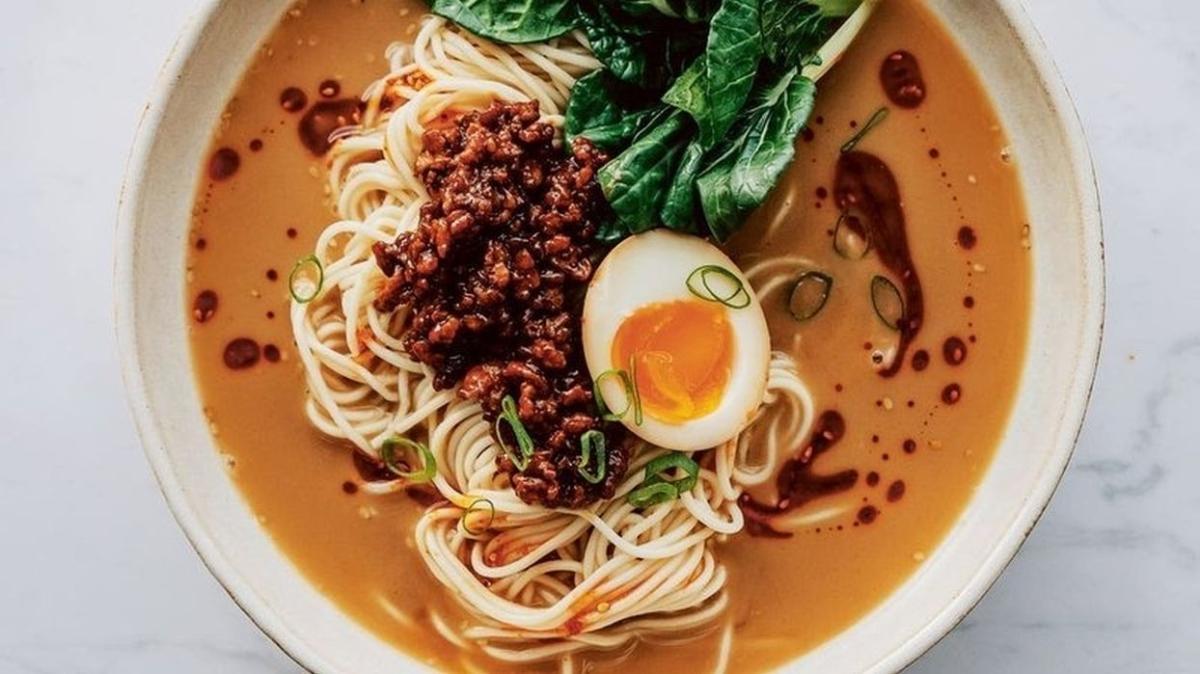 """Noodle nedir, hamuru nasıl yapılır, malzemeleri neler"""" Evde noodle makarna tarifi, yapımı nasıl"""""""