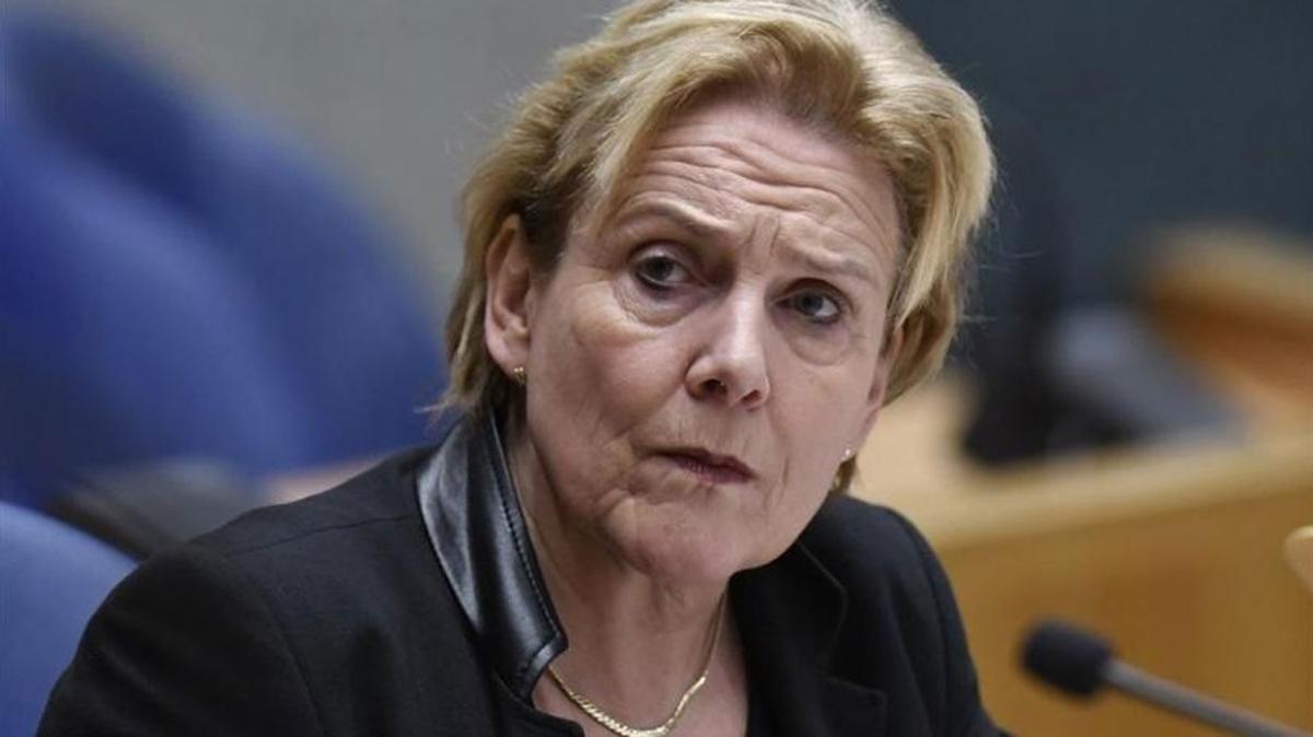 Hollanda'da Afganistan'dan tahliye meselesi büyüyor... Savunma Bakanı da istifasını verdi