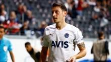 Frankfurt taraftarını çıldırttı! Mesut Özil'den olay hareket...
