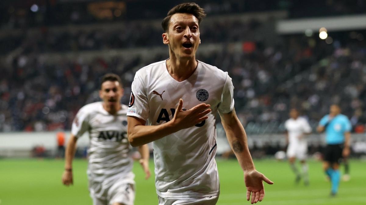 Mesut Özil Fenerbahçe'de bir başka