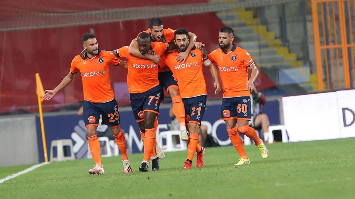 "Fenerbahçe'ye ""Kocaman"" çelme! Maç sonucu: Medipol Başakşehir 2-0 Fenerbahçe"