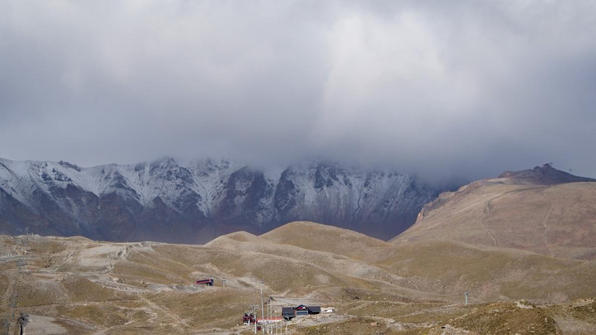 İç Anadolu'nun en yüksek dağı... Erciyes beyaz örtüyle kaplandı