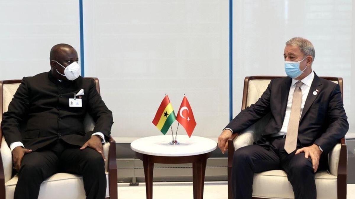 Bakan Akar, Gana Savunma Bakanı ile görüştü