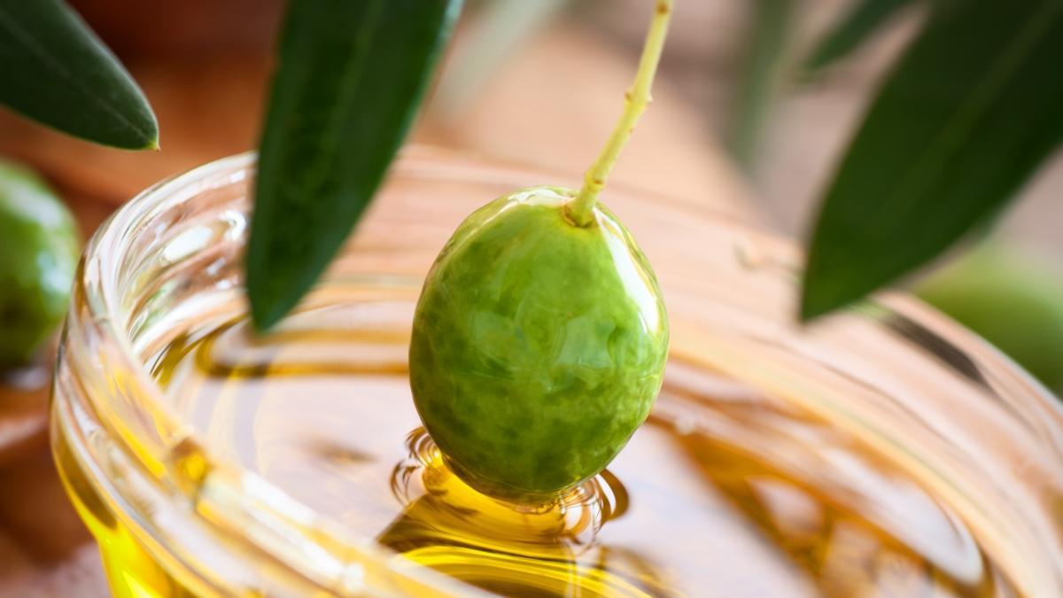 """Günde bir çay kaşığı zeytinyağı tüketirseniz ne olur"""" Zeytinyağının 5 faydası"""