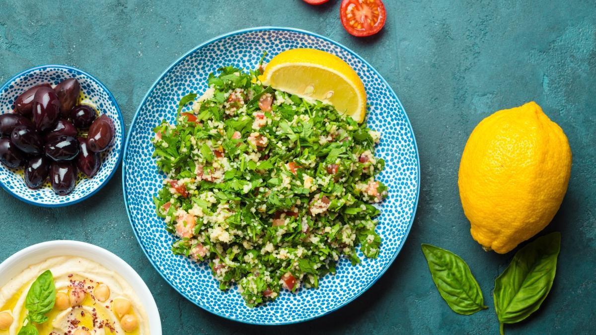 Hem doyurucu hem lezzetli Lübnan salatası tarifi