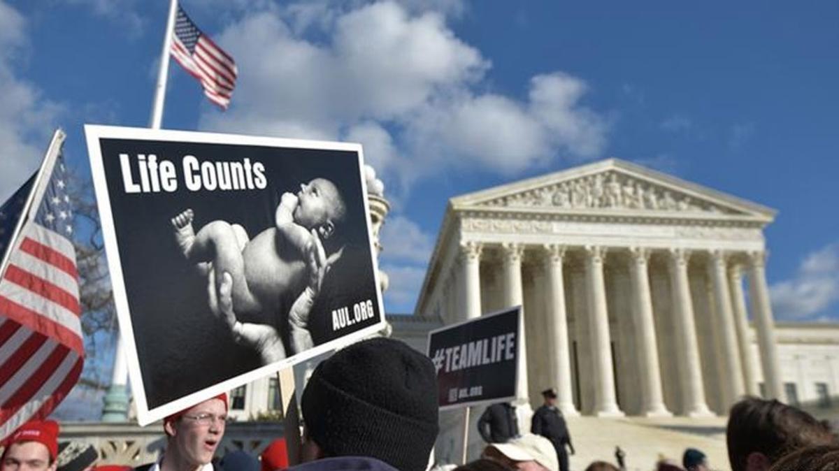 """Mississippi eyaleti, ABD federal hükümeti ve ABD Yargıtayı arasında """"kürtaj"""" karşılaşması"""