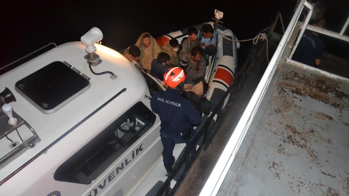 Şişme bottaki 60 göçmen yakalandı