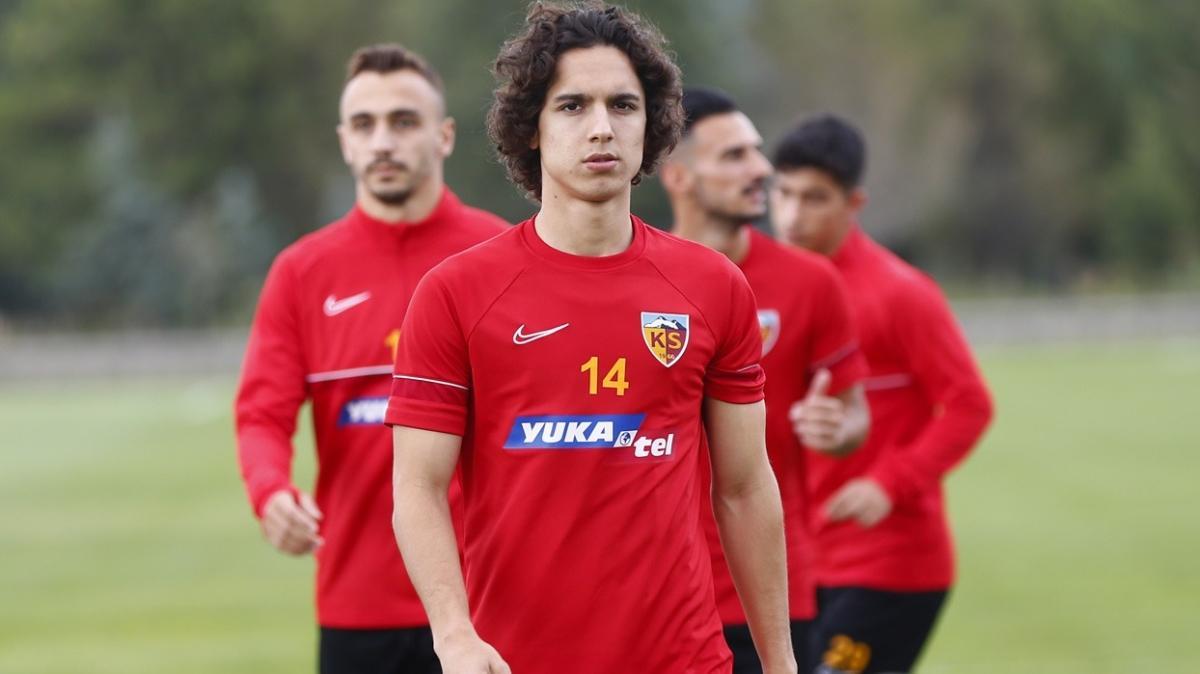 Barcelona Emre Demir'i transfer ettiğini açıkladı