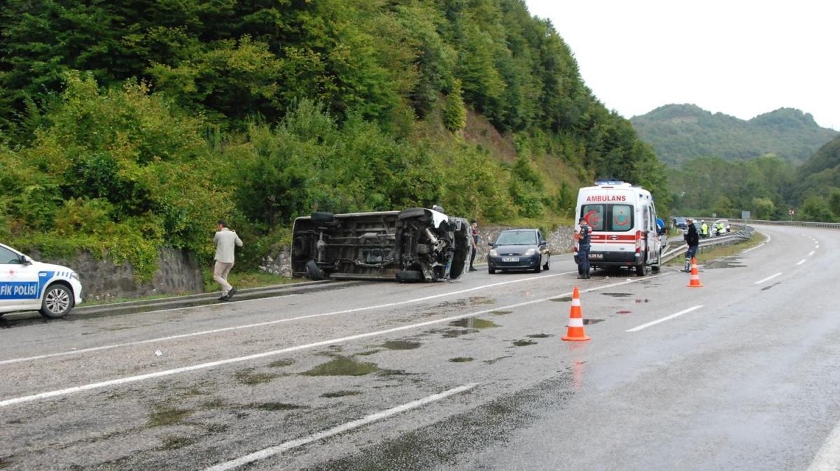 Bartın'da minibüs kazası... 11 kişi yaralandı