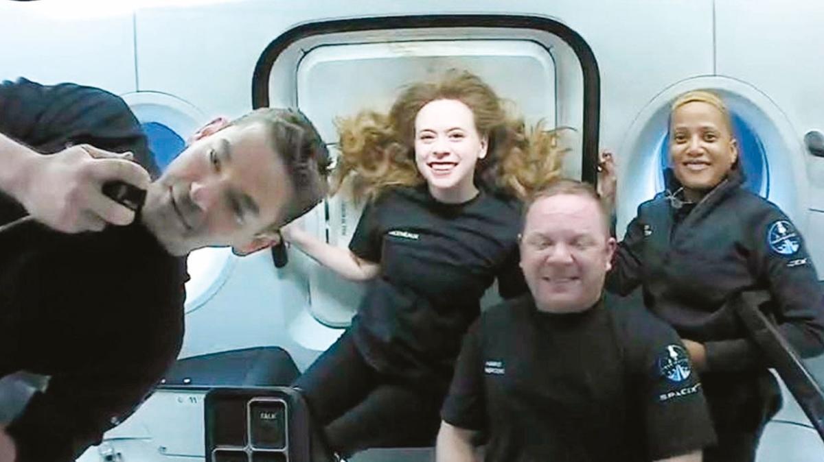 Elon Musk uzayda tuvaleti 'unutmuş'