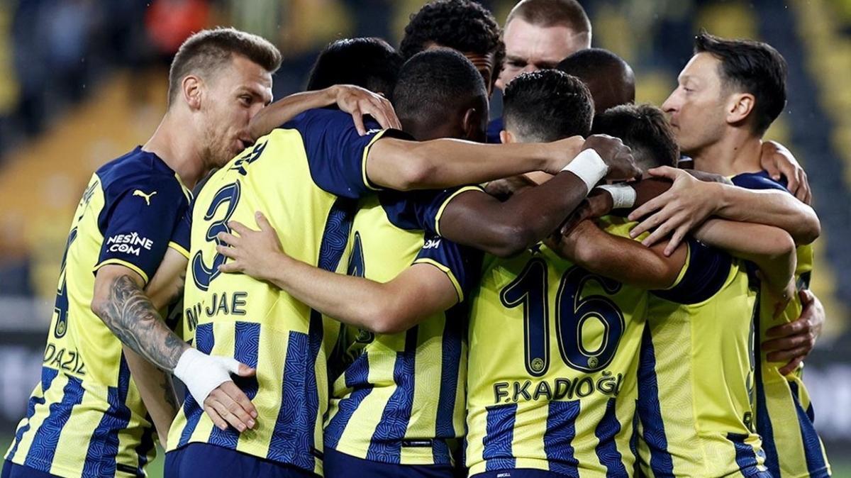 Fenerbahçe'de Mert Hakan ilk kez 11'de