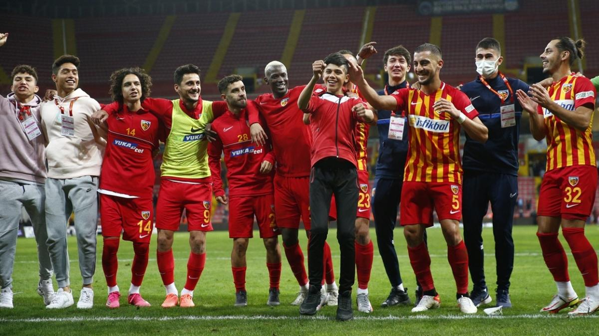 Kayserispor Galatasaray'ı iç sahada 47 yıl sonra ilk kez mağlup etti