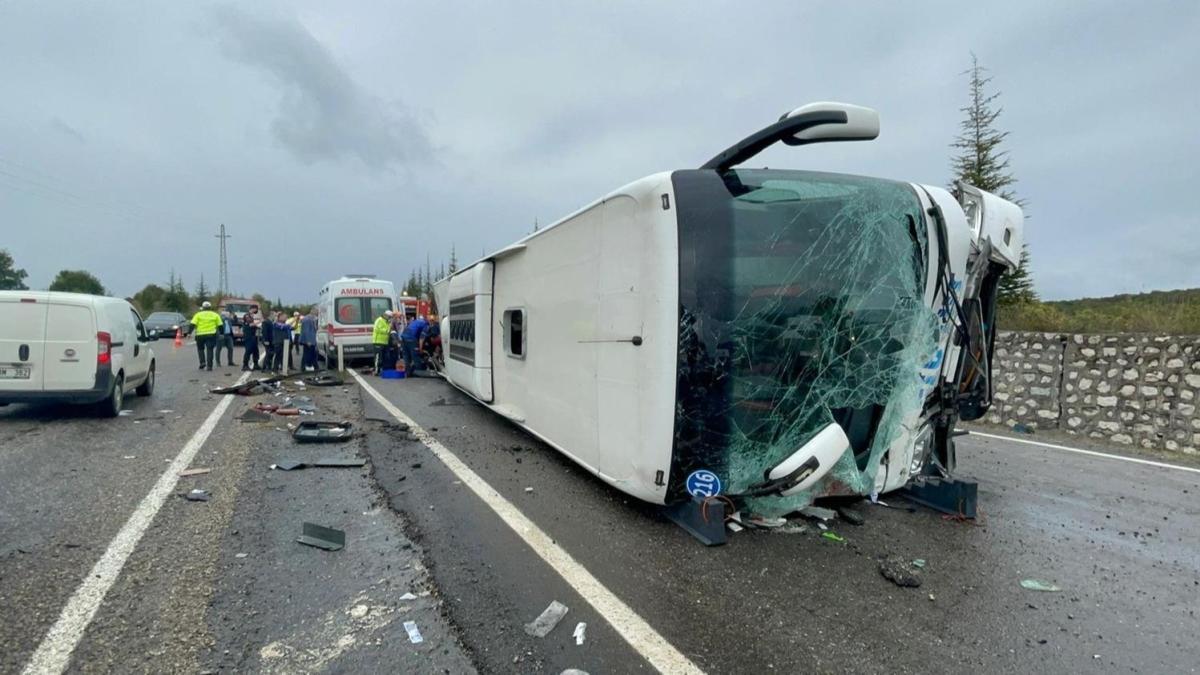 Zonguldak'ta yolcu otobüsü kaza yaptı: Ölü ve yaralılar var