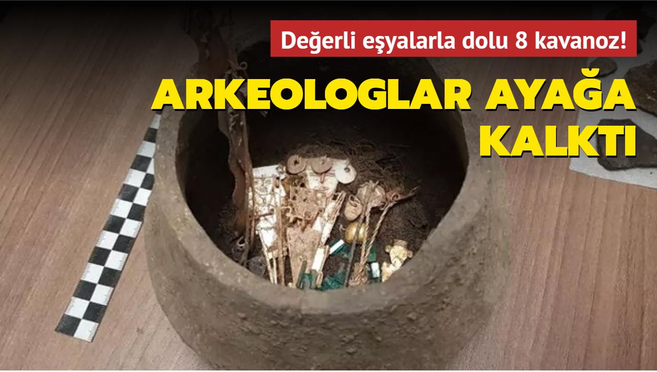 Kolombiya'da arkeologlar içi değerli eşyalarla dolu 8 kavanoz buldu