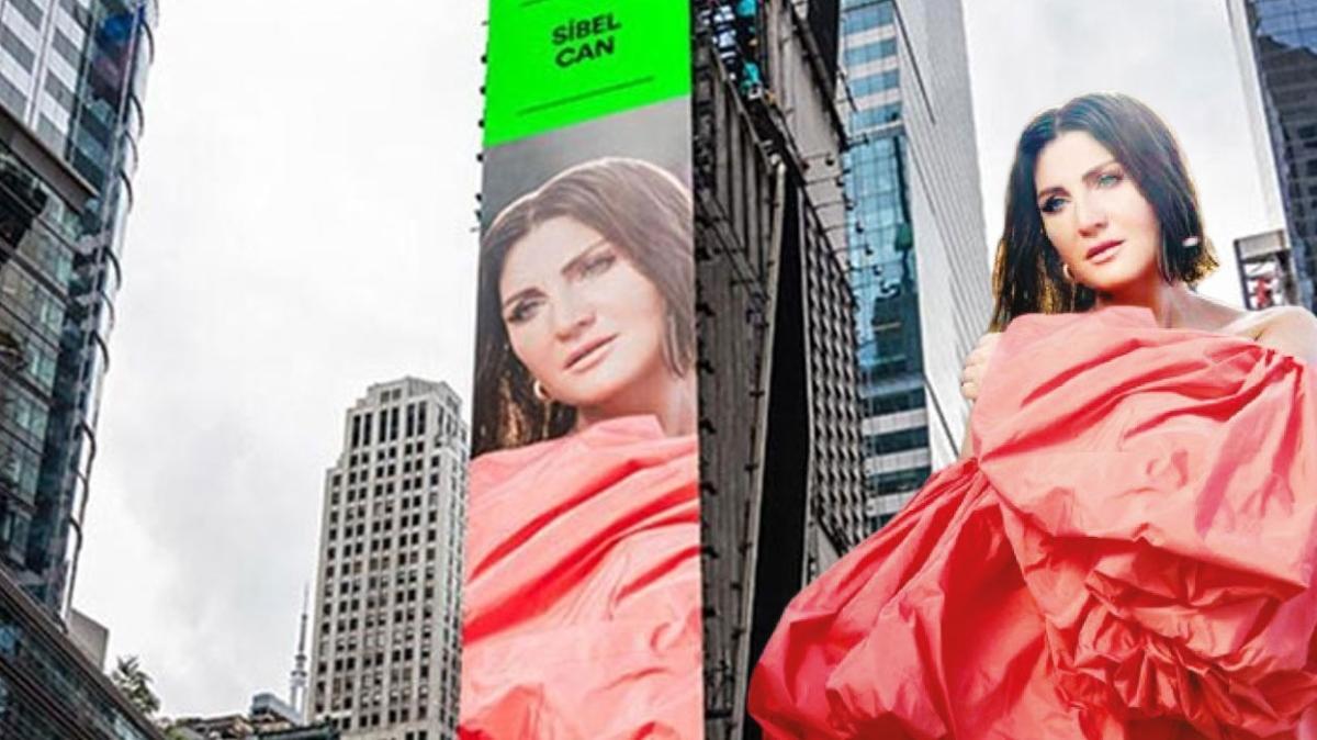 Sibel Can, New York Times Square Meydanında