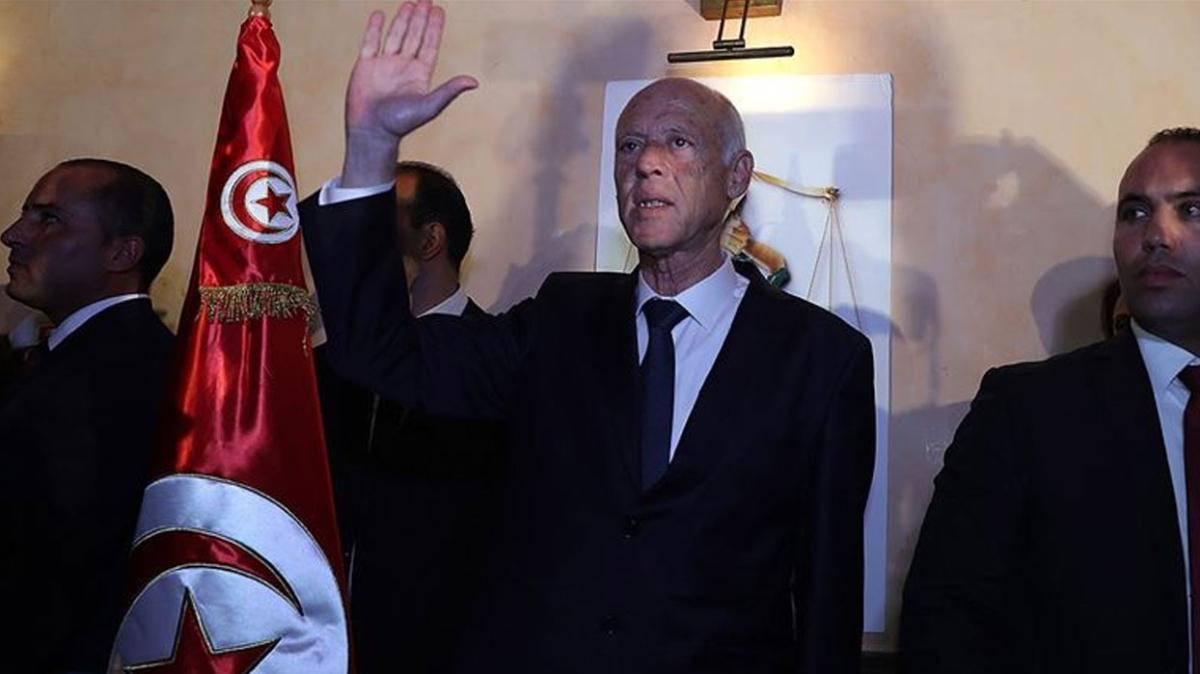 """Tunus'ta Said'in son adımları """"Anayasayı askıya alma"""" olarak değerlendirildi"""