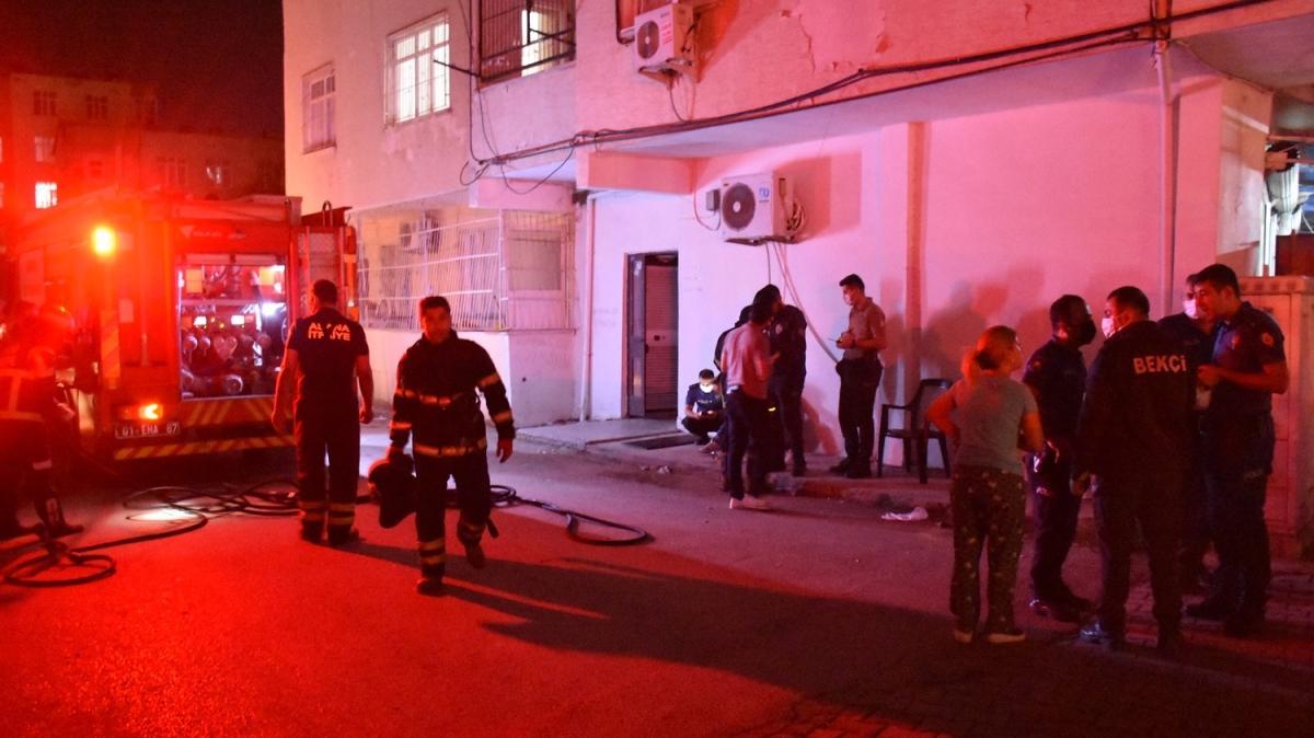 Adana'da bir evde yangın... Mahsur kalan kişi kurtarıldı