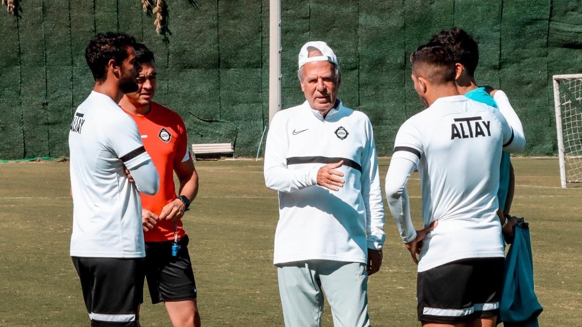 Altay'ın golcüsü Ahmed Yasser Rayan takımla çalışmalara başladı