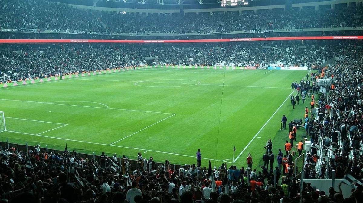 Beşiktaş'ta stat zemini için çalışmalar başlıyor